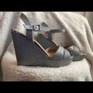 """f9408b45a56af NWOB SZ 9 Silver Sparkle 5"""" heel platform shoes"""